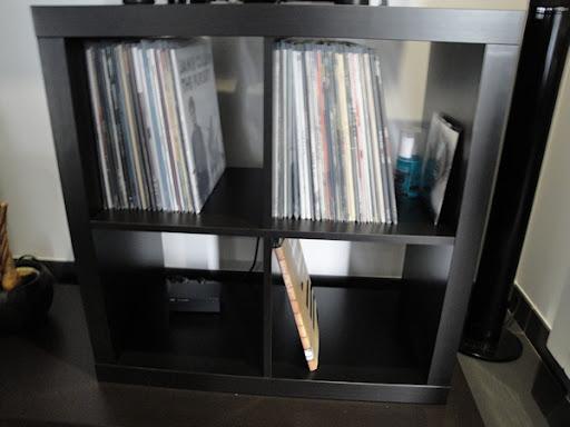 Estante Expedit Ikea, para arrumação de discos de vinil Estante1