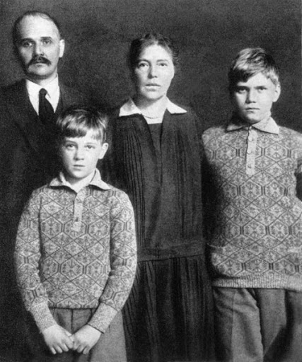 Grandes duques y G. Duquesas: Jorge, Xenia y Olga - Página 5 O902ef