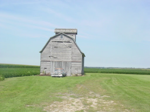 Cityskapes, Barns & Abandoned Places 0010_090509d01_ILwrch_Caddybarn