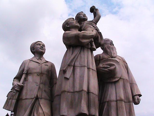 Fotos de las Crónicas de Un Viaje a Corea Estatuas%20%285%29