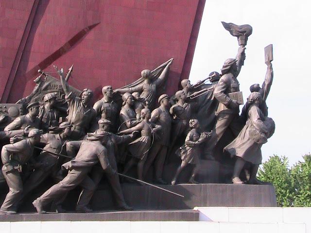 Fotos de las Crónicas de Un Viaje a Corea Monumento%20Mansudae