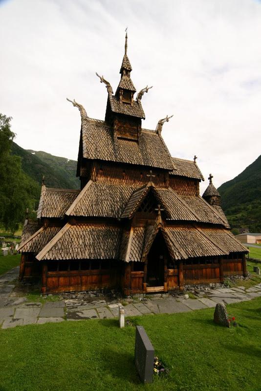 Najlepše crkve i katedrale  20-unusual-churches-p1-borgund-stave