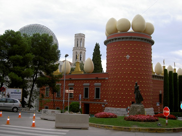 50 بناية غريبة من المعالم تاريخي 03-thetorregalateafigueras-thumb