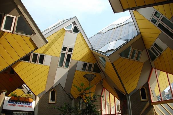 50 بناية غريبة من المعالم تاريخي 09-cubichouses-thumb