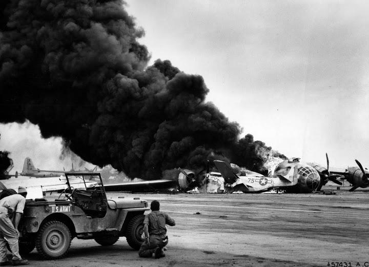 la bataille d'Iwo jima 20thaf_A42693_iwo_b29_crash