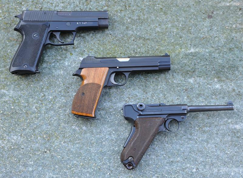 Trois générations de pistolets d'ordonnance 3%20pistols