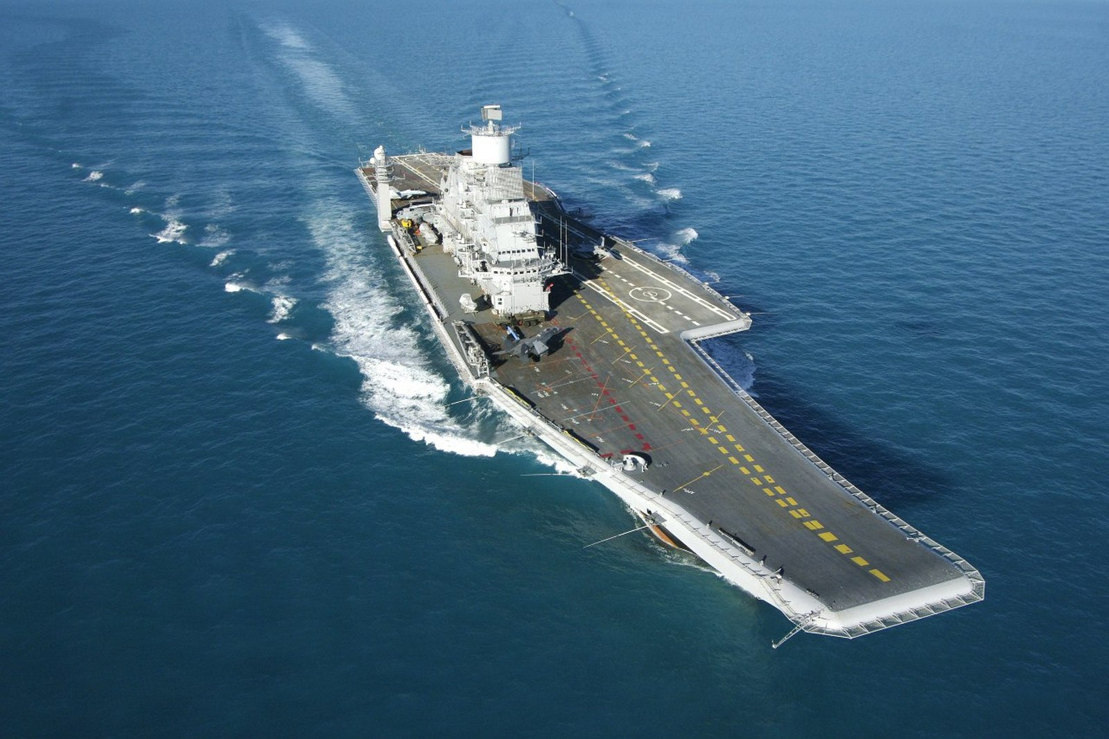 PAK-FA, T-50: News #4 - Page 39 Aircraft-Carrier-INS-Vikramaditya-Indian-Navy-01