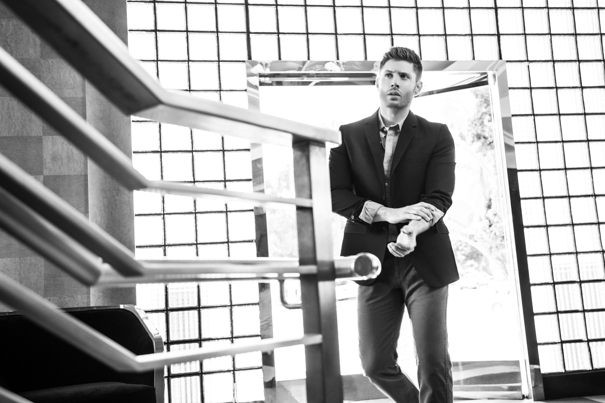 ДЖЕНСЕН ЭКЛЗ - Страница 6 Celeber-ru-Jensen-Ackles-Harper-s-Bazaar-CH-Magazine-Photoshoot-2014-05