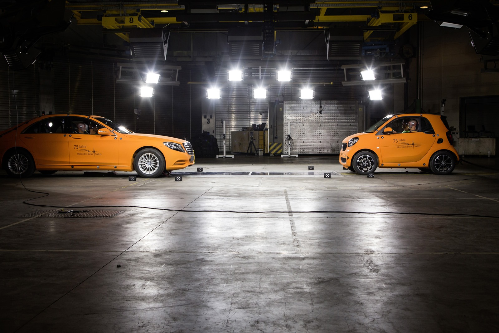 2014 - [Smart] ForTwo III [C453] - Page 19 Smart-ForTwo-Mercedes-S-Class-crash-test-4%25255B3%25255D