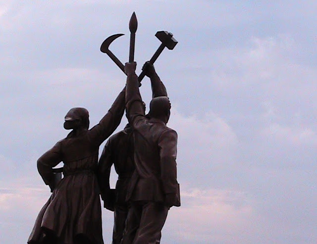 Fotos de las Crónicas de Un Viaje a Corea Estatuas