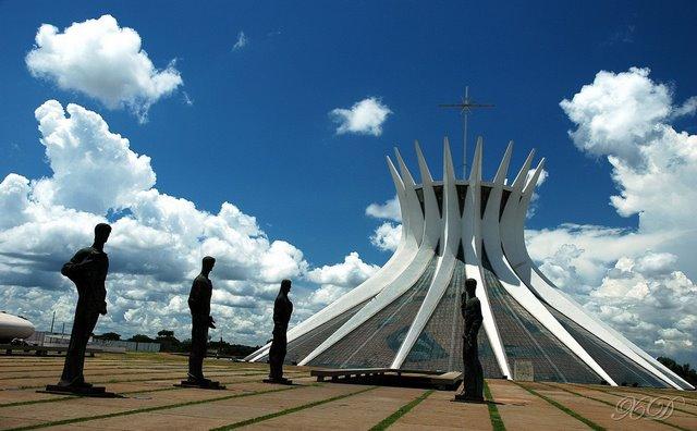 Najlepše crkve i katedrale  20-unusual-churches-p1-brasilia-cathedral