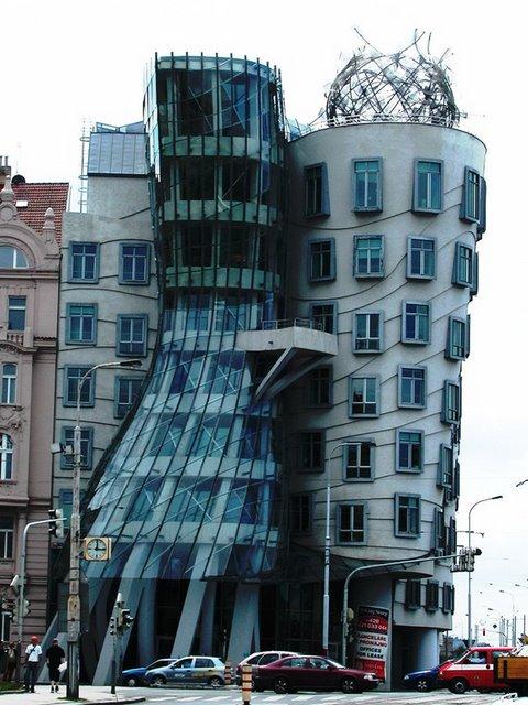 50 بناية غريبة من المعالم تاريخي 12-dancingbuilding-thumb