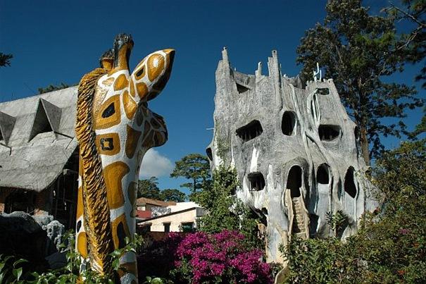 50 بناية غريبة من المعالم تاريخي 10-crazyhouse-thumb