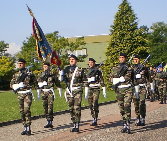 Drapeau des Commandos Parachutistes de l'Air St%20Michel%20BAFSI%202008%2002