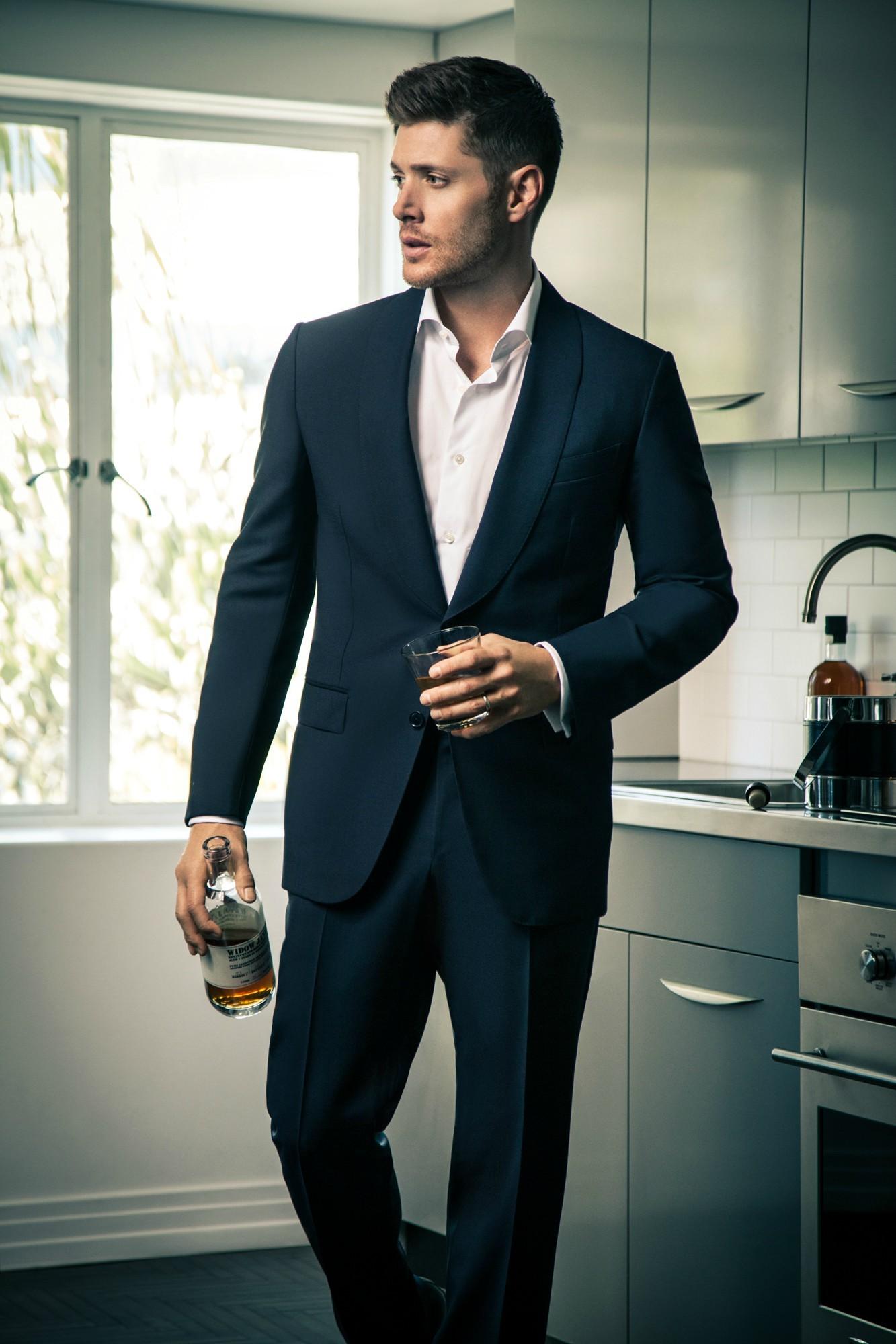 ДЖЕНСЕН ЭКЛЗ - Страница 6 Celeber-ru-Jensen-Ackles-Harper-s-Bazaar-CH-Magazine-Photoshoot-2014-03