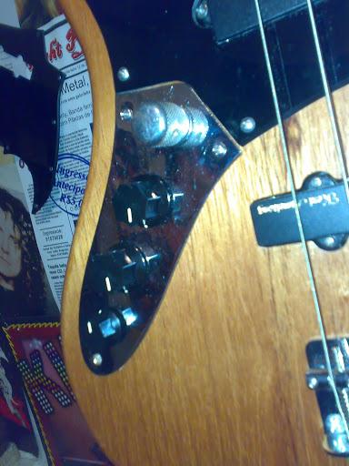 Jazz Bass (LH) feito Pelo Luthier Cavalheiro 22112010323