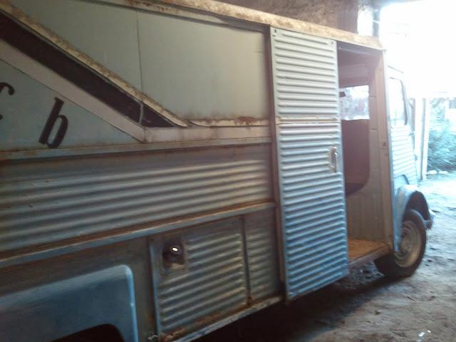 Présentation & Restauration : Futur camping car de luxe (nouvelle vidéo mise en ligne: page 5) 2011-01-15%2015.22.25