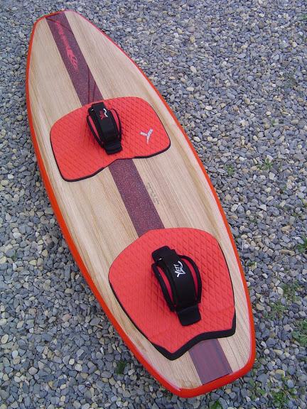 2 Surfkites thermikboards  142x47  et  152x48 avec volume DSC07042