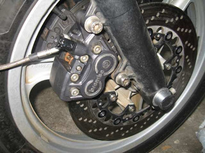 Installing K1100 front Brakes on a  non-ABS K100RT 070small