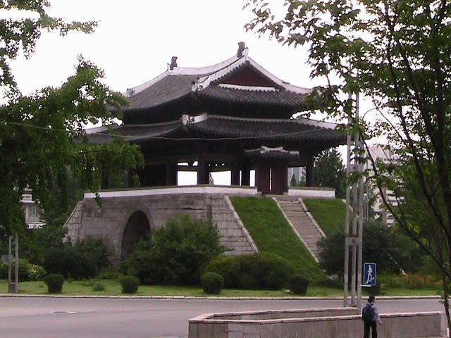 Crónica de un viaje a Corea - Página 2 Mansudae%20%286%29