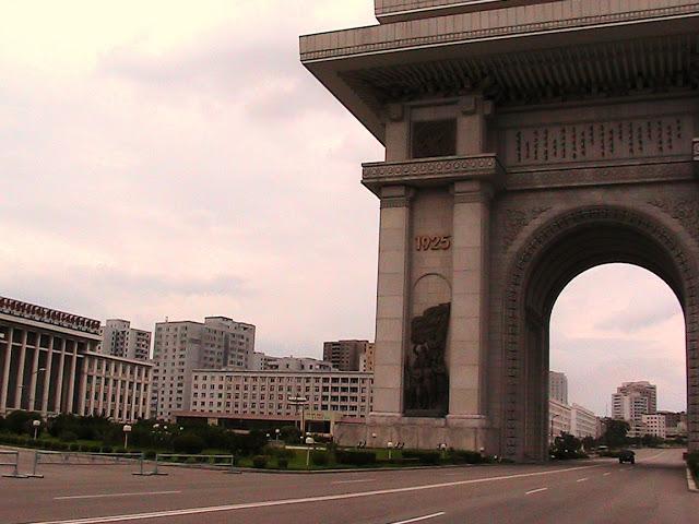 Fotos de las Crónicas de Un Viaje a Corea Arco%20de%20Triunfo