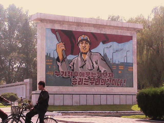 Fotos de las Crónicas de Un Viaje a Corea Aceria%20Kangson%20-%20Propaganga