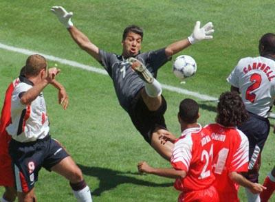 Chokri El Ouaer, meilleur gardien d'Afrique V%20Tunisia%201