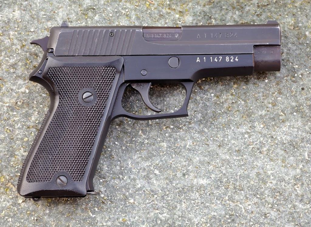 Différence SIG P220 civil et Armée DSC_0089