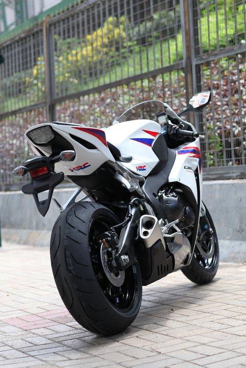 CBR 1000 - 2012 (modelo novo?) 2012-CBR1000RR-CaptPNoY-20