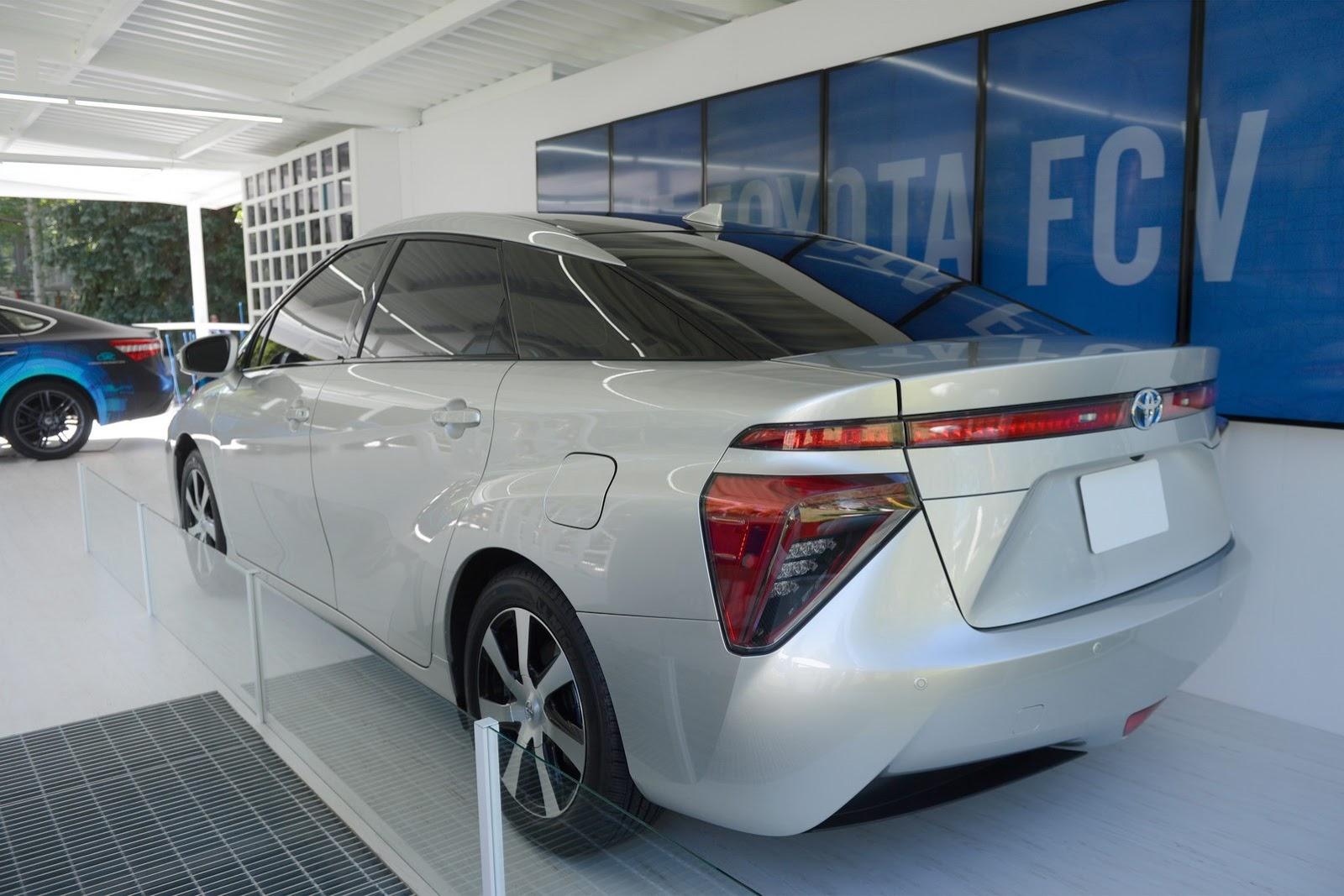 2015 - [Toyota] FCV / Mirai - Page 2 Toyota-FCV-3%25255B2%25255D
