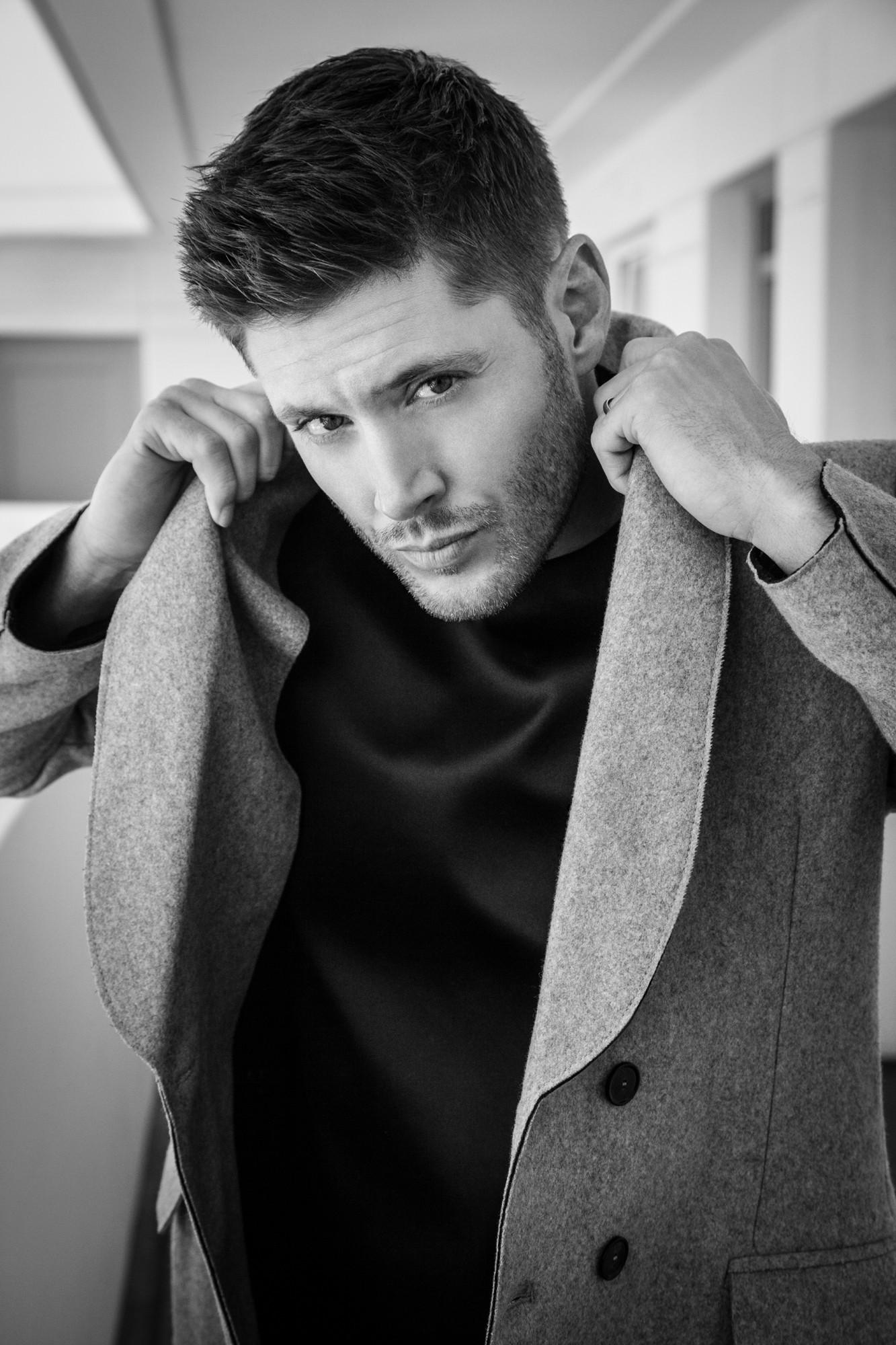 ДЖЕНСЕН ЭКЛЗ - Страница 6 Celeber-ru-Jensen-Ackles-Harper-s-Bazaar-CH-Magazine-Photoshoot-2014-04