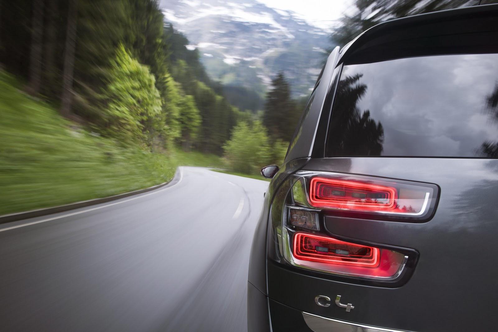 [SUJET OFFICIEL] Citroën Grand C4 Picasso II  - Page 4 Citroen-Grand-C4-Picasso-26%25255B2%25255D