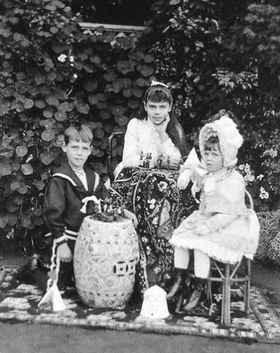 Grandes duques y G. Duquesas: Jorge, Xenia y Olga - Página 5 MishaXeniaandOlgathreeyoungerchildr