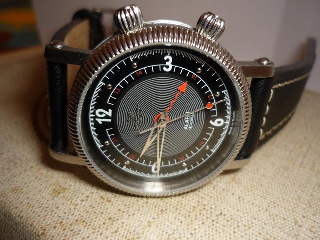 Feu des plus belles montres à lunettes guillochées P1010934
