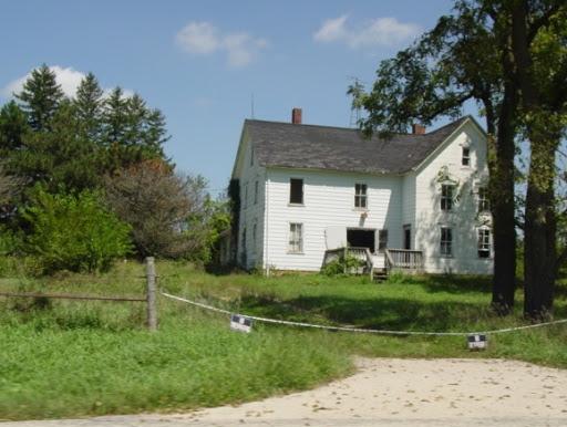 Cityskapes, Barns & Abandoned Places 10RT437e_IL_0822_OldHouse