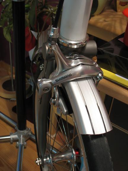 Atelier cycles à Ixelles [montages d'étrier caliper alternatif] IMG_5988