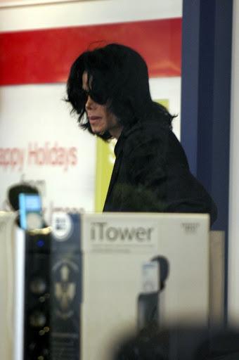 Immagini Michael Jackson nel 2008/2009 [CONTINUO AGGIORNAMENTO] - Pagina 4 Splashnews_spl10100_003