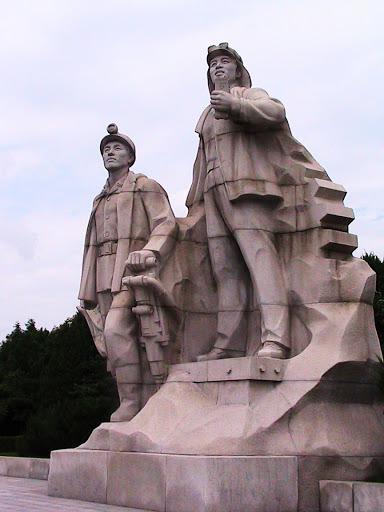 Fotos de las Crónicas de Un Viaje a Corea Estatuas%20%282%29