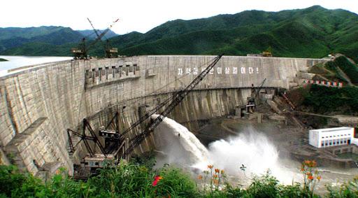 Fotos de las Crónicas de Un Viaje a Corea Central%20Hidroelectrica%20Ejercito-Pueblo%20Kumyagang