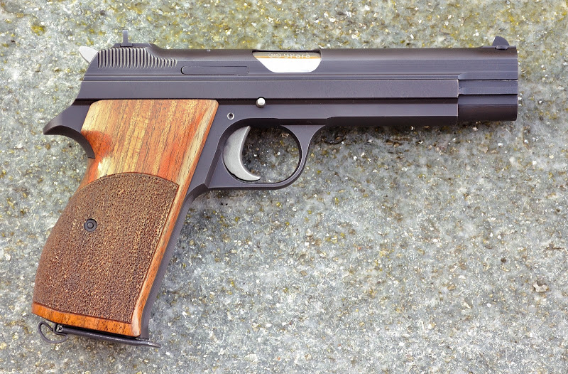 Quel pistolet va pouvoir remplacer le P210 ? DSC_0087