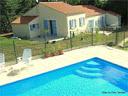 SUPER PROMOS GITES DU PARC, Vendée,3 gîtes chacun classé 3 étoiles Préfecture. Piscine. Campagne. Mer à 10 minutes ! Gites_and_pool_small