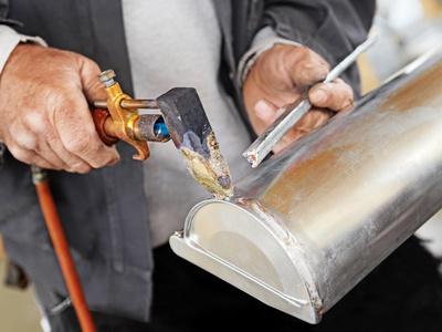 Réparation réservoir d'essence Soudure-etain-fond-de-gouttiere-zinc