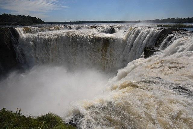 Водопад Игуасу и Глотка Дьявола Iguazu_Falls_Devils_Throat_1