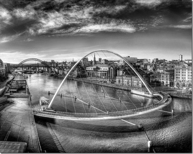 Самые большие и красивые мосты мира Gateshead_Millennium_BridgeBW_5