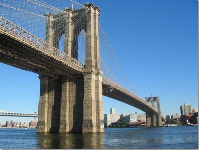 Самые большие и красивые мосты мира Brooklyn_Bridge__New_York_City_3