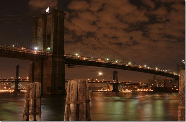 Самые большие и красивые мосты мира Brooklyn_Bridge_at_Night_14fa09d741d743a286a34a56f61ec641