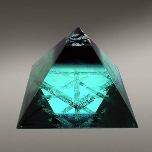 Пирамида. Пирамиды в магии. Магические и лечебные свойства пирамид. Тайна пирамид. Все о пирамидах. Тату пирамида.  S8871946