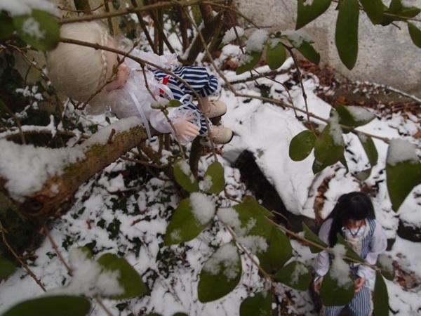[Migidoll] Inspecteur Ianto - p4 - Page 2 Dans-la-neige11