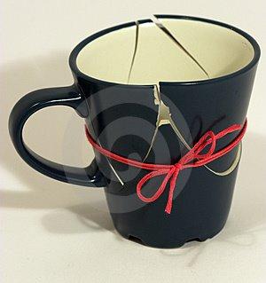 ░ شهد بوك ░ - صفحة 3 Broken-cup