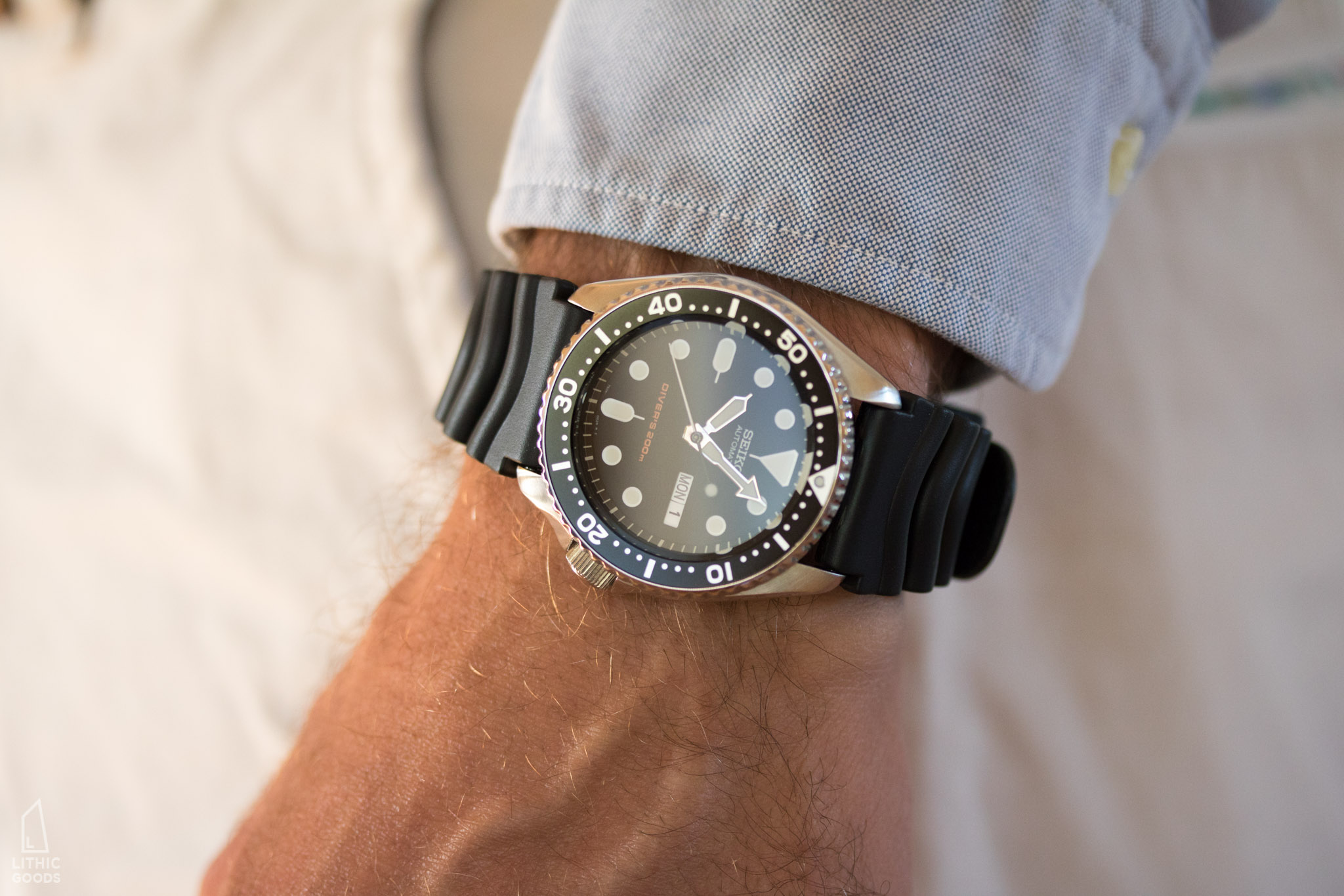 ¿Qué SEIKO llevas puesto hoy? Seiko-SKX007-original-rubber-divers-band-on-wrist-by-lithic-goods-10